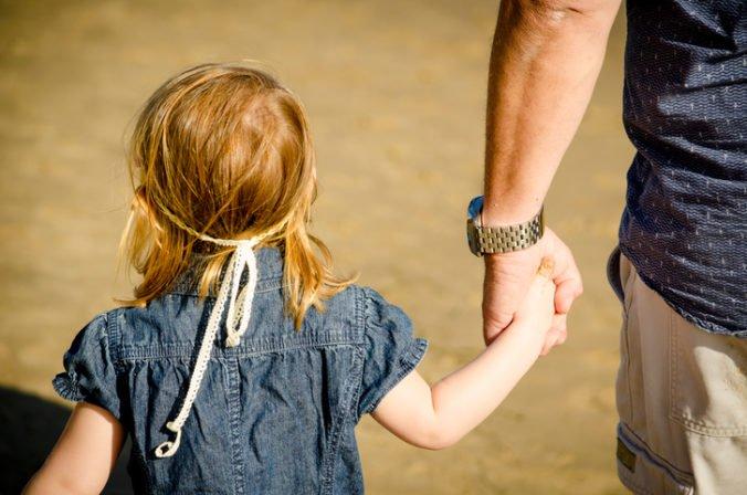 Chorvátski policajti pátrajú po malom dievčatku, ktoré oddelili od otca