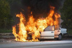 Sereďan narazil v Šoporni do stĺpa a zhorel v aute, v prípade bola nariadená súdna pitva