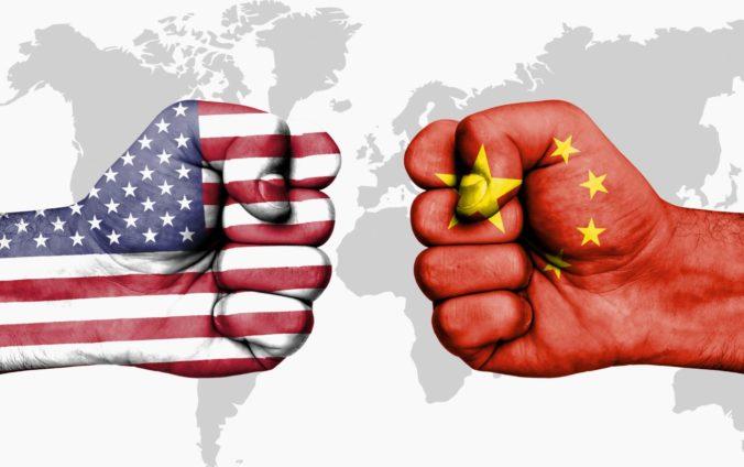 """Čína nemôže rokovať o stupňujúcom obchodnom spore, pokiaľ im USA """"držia nôž"""" na krku"""
