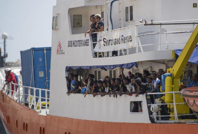 Loď Aquarius 2 s utečencami smeruje do Francúzska, posádka však nemá istotu, či ich príjmu