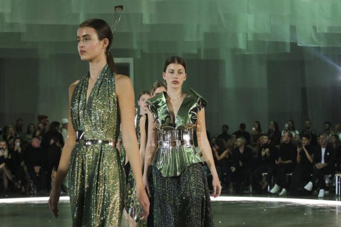 Druhý deň Fashion LIVE! priniesol pestré prehliadky slovenských aj českých dizajnérov. O záver večera sa opäť postarala excelentná módna show Borisa Hanečku