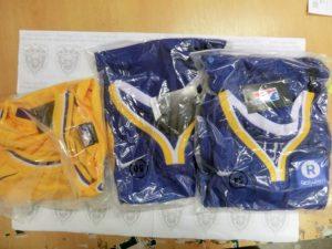 Žilinskí colníci našli v poštových zásielkách z Číny falzifikáty mobilov, odevov aj obuvi