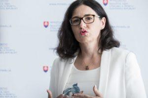 Ministerka Lubyová chápe dôvody, prečo Danko nechce ukázať svoju rigoróznu prácu
