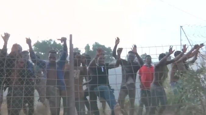 V zadržiavacom centre v Madride sa vzbúrili desiatky Alžírčanov, ale nikomu sa nepodarilo ujsť