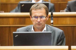 Galko kritizuje pancierovanie obrnených transportérov 8×8 a projekt SNS označil za spackaný