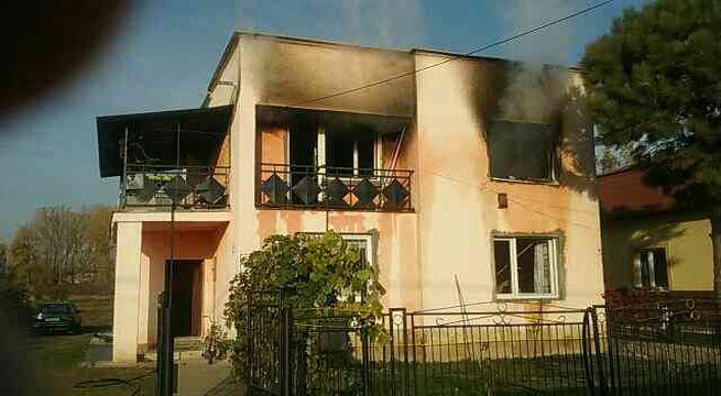 Foto: V Nižnom Žipove horel rodinný dom, dieťa s popáleninami skončilo v nemocnici