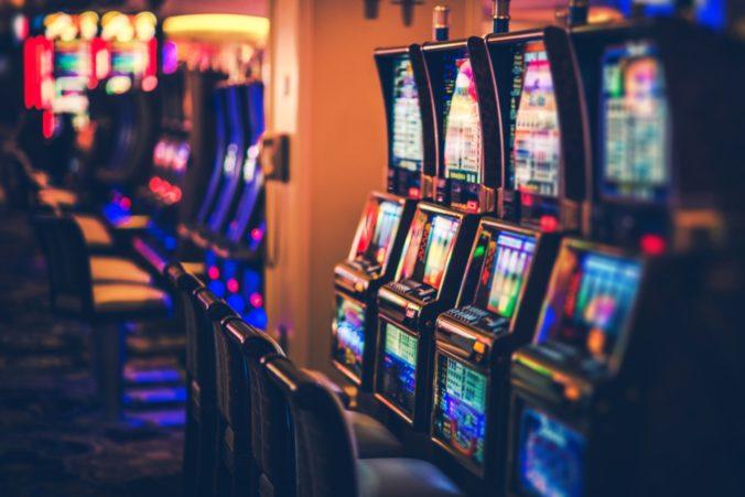 Minister Kažimír nechce stiahnuť návrh zákona o hazarde, je však otvorený požiadavkám opozície