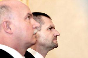 Exministri Janušek a Štefanov pôjdu do väzenia, súd potvrdil ich vinu v kauze nástenkový tender