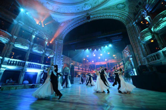 Ples v opere bude moderovať Lucia Hurajová. Vystúpia aj známi slovenskí, českí a zahraniční umelci