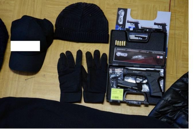 Foto: Po razii v Tornali skončil v rukách polície lupič z herne, kradol aj na čerpacej stanici