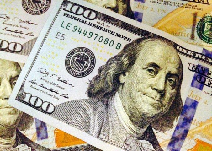 Dolár oslabil oproti jenu aj voči euru, očakáva sa zvýšenie úrokovej sadzby Fed-u