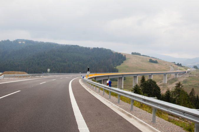Dlho očakávaná diaľnica medzi Bratislavou a Košicami bude skôr cez Maďarsko ako na Slovensku