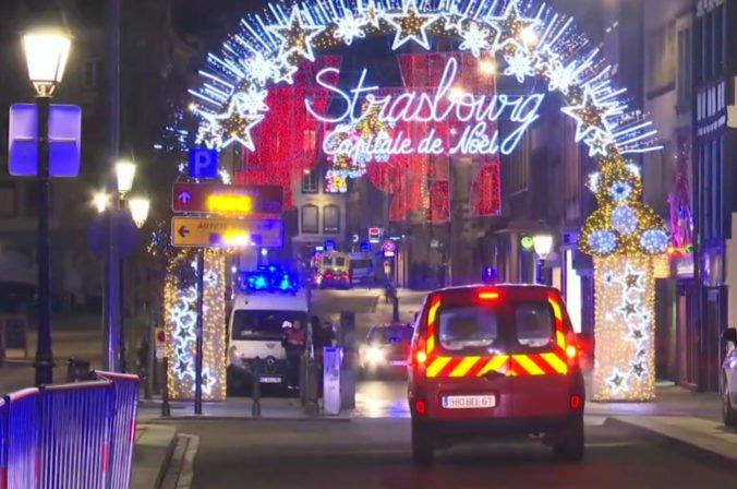 V Štrasburgu sa spustila policajná operácia, terorista má byť v budovách neďaleko miesta útoku