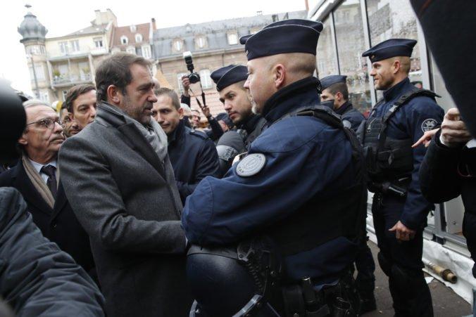 Francúzsky minister vnútra sa stretne s policajnými odborármi, sťažujú sa na pracovné podmienky
