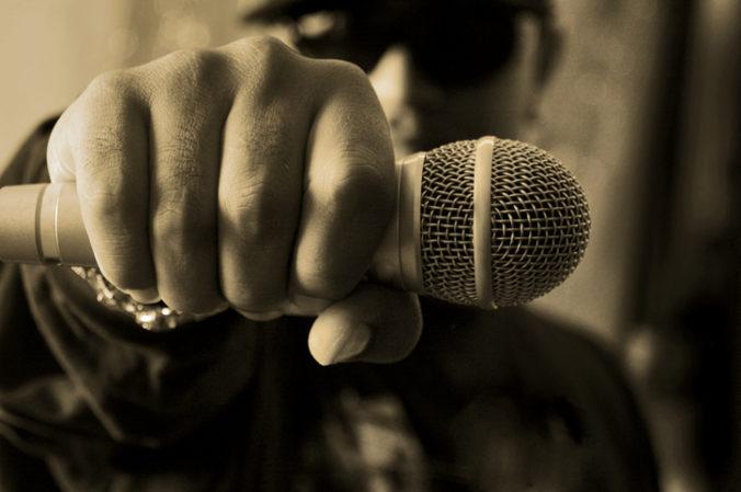 Rusko organizuje súťaž o najlepšiu rapovú pieseň, udobruje si ľudí po zákazoch koncertov