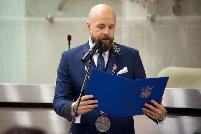 Trnavský primátor Peter Bročka zarobí tisícky eur mesačne, poslanci mu schválili maximálny plat
