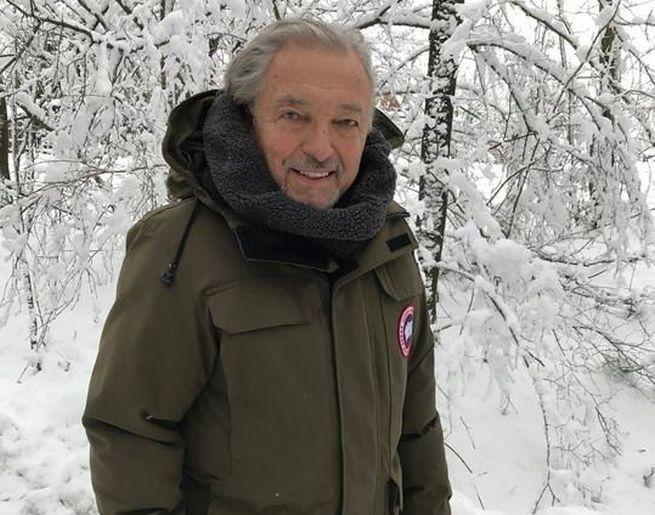 Karel Gott sa po vážnej chorobe zotavuje v prírode, na Facebooku zverejnil fotografiu