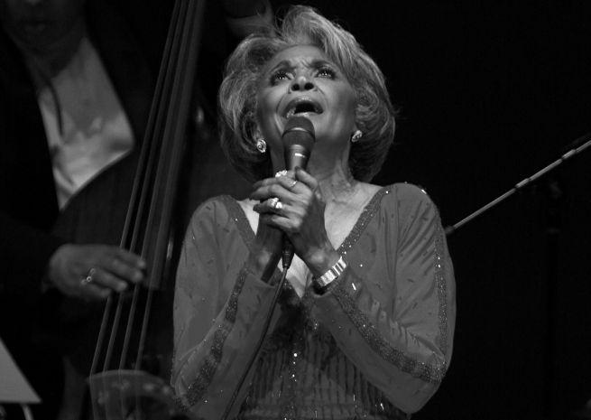 Vo veku 81 rokov zomrela džezová speváčka Nancy Wilson