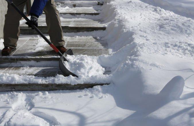 Mestá a obce žiadajú prehodnotiť novelu, podľa ktorej sú zodpovedné aj za údržbu chodníkov
