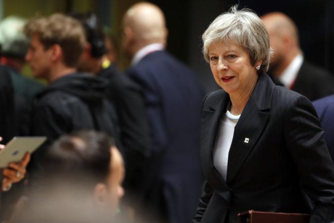Európski lídri sú pripravení Mayovej pomôcť, dohodu o brexite ale odmietajú otvoriť