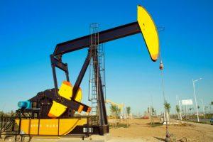 Ľahká americká ropa klesla o takmer tri percentá, zlacnelo aj zlato