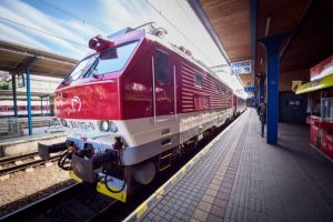 Štátne železnice počas sviatkov vypravia mimoriadne rýchliky aj 29 posilových vlakov