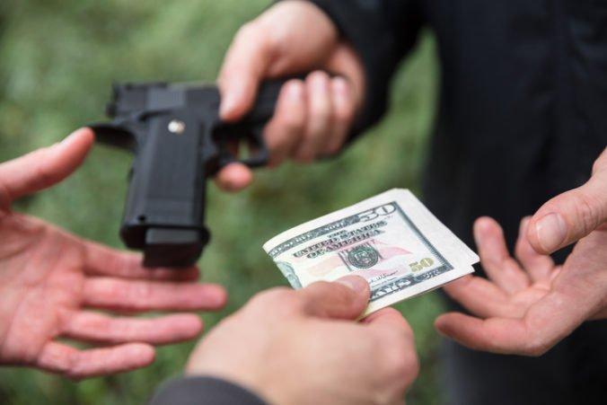 Súd v Berlíne odsúdil muža, ktorý cez internet predával zbrane na strieľanie migrantov